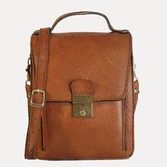 Sac bandoulière type sacoche d homme en cuir grainé camel vintage. DeeDee  Vintage, 6e0cddedb5f
