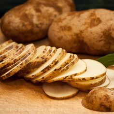 Raw potato slices contain potassium which is said to remove dark circles under the eyes!