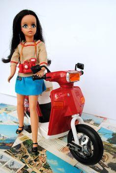 Boneca Susi 70s e sua lambreta