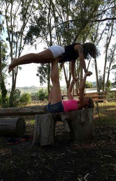 Acro yoga  Yoga Presente momento  Amigos en la tarde