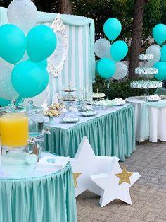 Στολισμός βάπτισης με θέμα αστέρι. Candy bar με θέμα αστέρι σε λευκό με μέντα αποχρώσεις. Twinkle Twinkle Little Star, Bloom, Candy, Table Decorations, Stars, Meet, Sterne, Sweets, Candy Bars