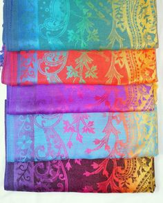 #instafashion #ottawafashion #613style #canadianblogger #canadianstyle #ottawablogger #myottawa #smallbusiness #support613 #supportsmallbusinesses #blogger #ottawa #barrhaven #canada #scarf #accessories #fallwinter #winter #warm #pashmina #fashion #fashionblogger #multicolor #floral #rainbow