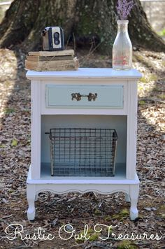 Olivia from Rustic Owl Treasures is joining us for her very first Country Chic… Shabby Chic Nightstand, Diy Nightstand, Shabby Chic Decor, Vintage Nightstand, Country Style Homes, Country Chic, Country Decor, Country Living, Refurbished Furniture