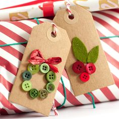 Christmas DIY gift tags with little buttons Source by . : Christmas DIY gift tags with little buttons Source by MamiyuKanda Diy Christmas Cards, Easy Christmas Crafts, Christmas Wrapping, Christmas Buttons, Christmas Sewing, Christmas Tags Handmade, Christmas Decorations, Christmas Christmas, Christmas Presents