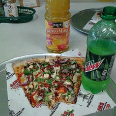 My dear fellas which drink you will take? Plus our #MassieSlices of #BMPP pizza @bigmamaspizza