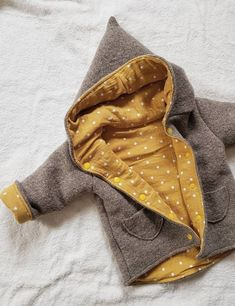 Zipfeljacke , Walkloden & Musselin Zipfeljacke , Walkloden & Musselin This image… - Kindermode 2020 Sewing Projects For Kids, Sewing For Kids, Baby Sewing, Sewing Ideas, Baby Outfits, Kids Outfits, Baby Boy Fashion, Fashion Kids, Couture Bb