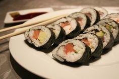 maki sushi salmone