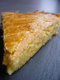 Easy Desserts, Delicious Desserts, Dessert Recipes, Almond Cakes, Butter, Yummy Snacks, Bakery, Muffin, Food And Drink