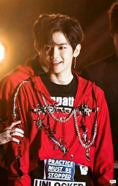 Find images and videos about kpop, exo and baekhyun on We Heart It - the app to get lost in what you love. Baekhyun Chanyeol, Exo Ot9, Kpop Exo, Chanbaek, Saranghae, Kris Wu, Luhan And Kris, K Pop, Laura Lee