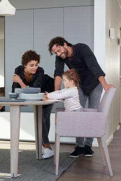 Chaise à accoudoirs SWEET 25 par Mobitec. Parfaite meubler votre salle à manger !