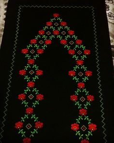 This Pin was discovered by Zuh Crewel Embroidery, Embroidery Designs, Christmas Cross, Christmas Wreaths, Diy And Crafts, Arts And Crafts, Bargello, Baby Knitting Patterns, Cross Stitch Designs