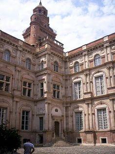 Toulouse - Hôtel d'Assezat - cour d'honneur  - détail
