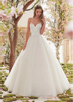 Charming Organza Spaghetti Straps Neckline Ball Gown Wedding Dresses