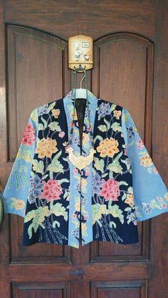 Blue Batik Blouse Batik Blazer, Blouse Batik, Batik Dress, Mode Batik, Model Kebaya, Batik Solo, Batik Kebaya, Unique Fashion, Womens Fashion