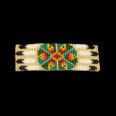 Native American beaded hair barrette Indian Beadwork, Native Beadwork, Native American Beadwork, Seed Bead Patterns, Beading Patterns, Chevron Friendship Bracelets, Native American Crafts, Nativity Crafts, Bead Loom Bracelets