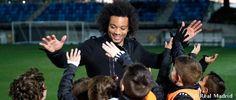 Marcelo visita a los niños de la cantera