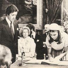 Philippe Junot, Princesa Carolina, Monaco Royal Family, Princess Caroline Of Monaco, Royal Weddings, European History, Princess Wedding, Grace Kelly, Royalty