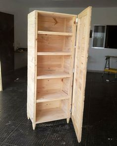Glorious Pallet Furniture Ideas Made From Old Wood -Pallets idea Wooden Pallet Projects, Wooden Pallet Furniture, Pallet Crafts, Diy Furniture Projects, Wooden Pallets, Cheap Furniture, Furniture Websites, Furniture Dolly, Pallet Wood
