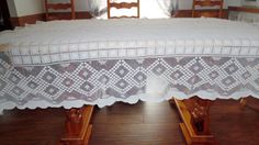 White Guipure Lace Tablecloth  Hobnail by BridenetVintageLinen