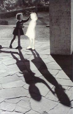 Zwei Mädchen  by Hans Peter Feldman, 1999