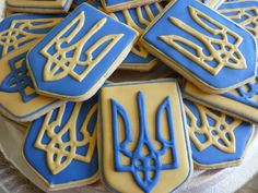 Ukrainian Tryzub (national symbol of Ukraine) Cookies! OMG I so need to make these!!! LOVE it!