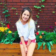 outfit of the dayyy ☀️! @lookdujour_ca fait un concours en ce moment, ils sont à la recherche de 4 personnes pour représenter leur nouvelle campagne, pour participer, rendez-vous sur leur site (lien dans leur bio). Vous avez jusqu'au 30 juin! #Lookdujour Emma Verde, Photo Instagram, Instagram Posts, Youtubers, Photos, Bio, Inspiration, Moment, Image