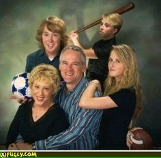 Funny and weird family photos Fun family pictures, enjoy. Just look the pictures and enjoy the stupid funny ideas Funny Walmart Pictures, Funniest Pictures Ever, Best Funny Photos, Walmart Pics, Creepy Pictures, Weird Family Photos, Awkward Family Photos, Family Pictures, Bad Photos
