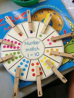 [Image Only] Number Matching Wheel using clothespins and stickers (pinned by Super Simple Songs) for matematika Preschool Learning Activities, Kindergarten Math, Educational Activities, Classroom Activities, Toddler Activities, Preschool Activities, Counting Activities, Nursery Class Activities, Maths Eyfs