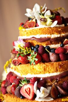 Non-traditional wedding cake - exposed layered tiers with fresh berries and figs, this looks amazing! Yum!