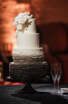 Wedding cake idea; Featured Photographer: Kevin Chin Photography
