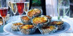 Hartige muffins van eieren, courgette, ui en cheddarkaas. Geschikt als borrelhapje wanneer u iets te vieren heeft.