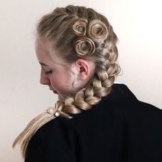 923 отметок «Нравится», 113 комментариев — Braids & Hairstyles (@braidalchic) в Instagram: «French braid with accents  Wishing you all a glorious Monday  * * #braidalchic…»