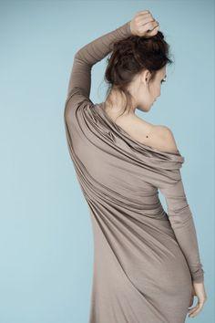 LeMuse Asymmetric greyish Beige longsleeved dress door LeMuse