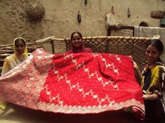 Taj Works with Varanasi Weavers India People, Indian Tribes, Luxury Marketing, Varanasi, Artisan, Museums, Pride, Design, Community