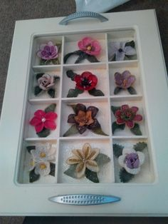 This Pin was discovered by Neş Point Lace, Needle Lace, Lace Making, Lace Flowers, Needlework, Diy And Crafts, Felt, Frame, How To Make