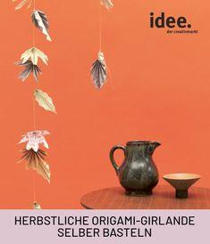 Kostenlose Anleitung: Origami-Girlande selber machen aus Orgiami-Papier und daraus stylishe Herbstblätter selber falten. Jetzt auch viele weitere herbstliche DIY-Anleitungen entdecken in unserem Online-Shop! #diy #girlande #blätter #deko #herbst #origami #papier #falten #anleitung #kostenlos
