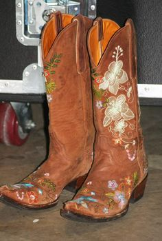 Always wanted a pair of cool cowgirl boots :)