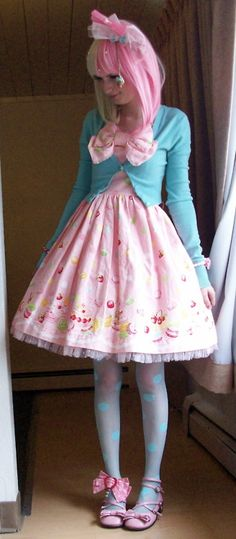 I'm not much into sweet lolita, but I like this for coord inspiration.