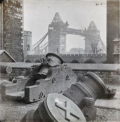 Retronaut - c. 1893: Completing Tower Bridge