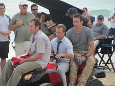 Alex O'loughlin and Scott Caan - Look, he's driving!  ♥♥♥