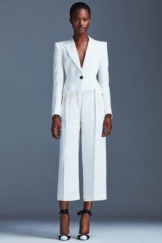 Emanuel Ungaro Resort 2017 Fashion Show Collection: See the complete Emanuel Ungaro Resort 2017 collection. Look 33 Fashion Week, Fashion 2017, Fashion Show, White Fashion, Boho Fashion, Fashion Design, Suits For Women, Women Wear, Look Blazer