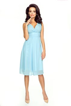 Błękitna Romantyczna i Elegancka Sukienka z Kopertowym Dekoltem