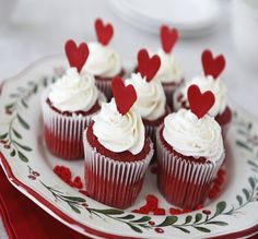 Gorgeous Red Velvet Cupcakes (with recipe and fondant rose tutorial) Red Velvet Cupcakes, Red Velvet Cake, Red Cupcakes, Fluffy Cupcakes, Velvet Cream, Buttercream Cupcakes, Cupcake Frosting, Vanilla Cupcakes, Fondant Rose
