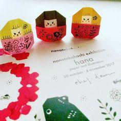 ハガキ用切手62円になってたなんて知らんかった三姉妹 #DM #origami #paperart  #papercraft  #paperdolls #exhibition #osaka #paperflowers  #matryoshkadoll  #bear  #折り紙  #ペーパークラフト  #三姉妹 #紙人形 #大阪 #個展 #マトリョーシカ #くま  #おりがみおてがみ  p26載ってマス