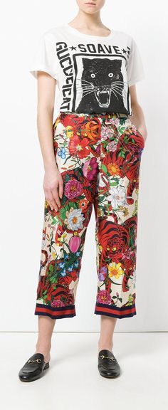 Shop now Gucci floral print trousers for at Farfetch UK. Floral Dress Outfits, Floral Pants, Trousers Women, Pants For Women, Gucci Floral, Trouser Outfits, Pantsuits For Women, Silk Suit, Printed Trousers