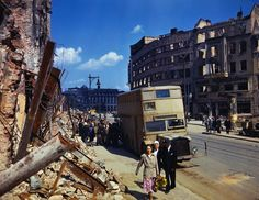Color Photographs of Berlin in Summer of 1945, after Bombing… Photographies couleur de Berlin en été 1945, après le bombardement ...