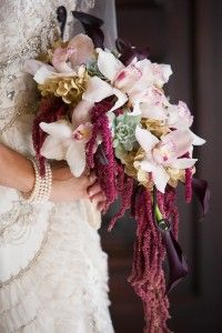 20 cascading bouquets and expert tips from florists. Bridal Musings Wedding Blog.
