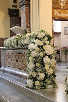 Grandi torchon di Ortensie e Rose Avalance per le balaustre della Chiesa.............