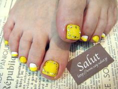 Yellow toe nails Two Color Nails, Nail Colors, Yellow Toe Nails, Toe Polish, Innovative Ideas, Toe Nail Designs, Sexy Toes, Toenails, Pedicures