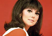 Vintage Hairstyles With Bangs Day Marlo Thomas Bob Hairstyles With Bangs, Braided Hairstyles Updo, Vintage Hairstyles, Wedding Hairstyles, Cool Hairstyles, Updo Hairstyle, 60s Hair, Dramatic Eyes, Hair Flip
